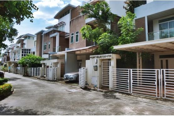 ขายบ้านแฝด 3ชั้น ไอริส เรสซิเดนซ์ ถนนประดิษฐมนูธรรม