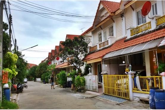 80795, ทาวน์เฮ้าส์ 2 ชั้น หมู่บ้านกานดาริมคลอง 1 ถนนพระราม2