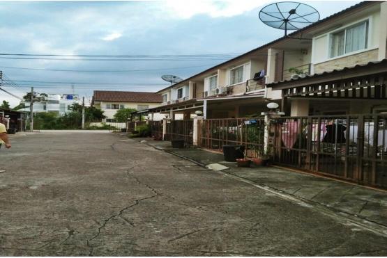 80821, ขายทาวน์โฮม หมู่บ้านจามจุรี พาร์ค รามอินทรา ถนนสุขาภิบาล 5 หลังริม