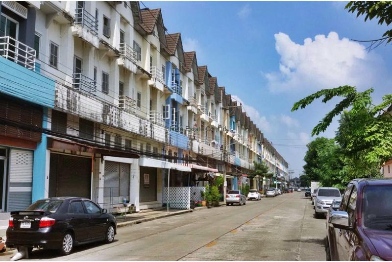 ขายอาคารพาณิชย์ 3.5 ชั้น หมู่บ้านสถาพร รังสิต-คลอง3ถนน รังสิต-นครนายก