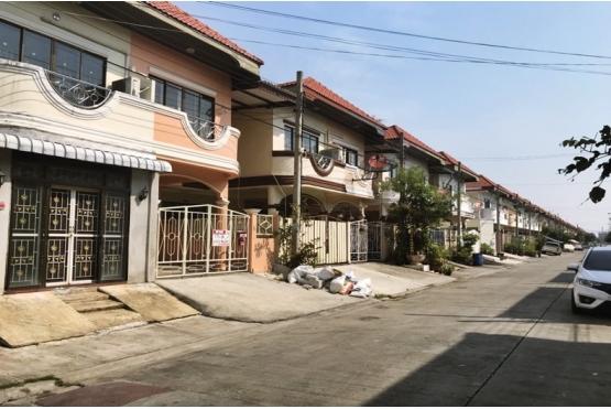 80937, ขายบ้านแฝด หมู่บ้านรุ่งกิจ วิลล่า 11 ถนนร่มเกล้า ซอยร่มเกล้า32