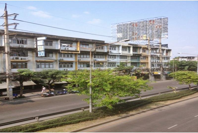 ขายและให้เช่าอาคารพาณิชย์ 4.5 ชั้น  ติดถนนจรัญสนิทวงศ์