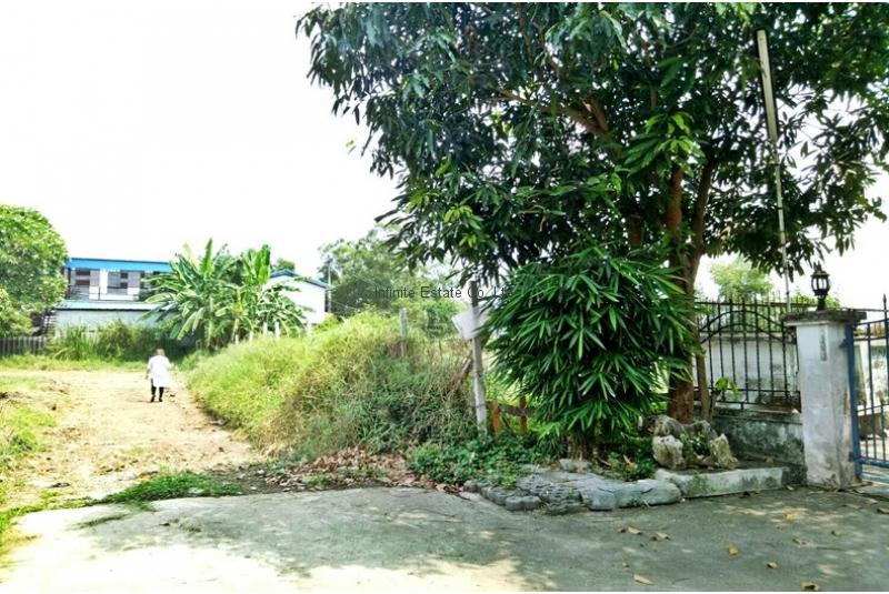 ขายที่ดินทำเลดี 214ตารางวา หมู่บ้านเพชรมณี ถนนสุวินทวงศ์ ซอยราษฎร์อุทิศ18