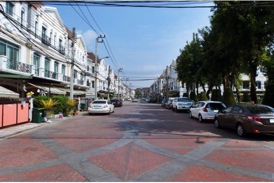 ทาวน์โฮม 3ชั้น ม.กลางเมือง ถนนประเสริฐมนูกิจ