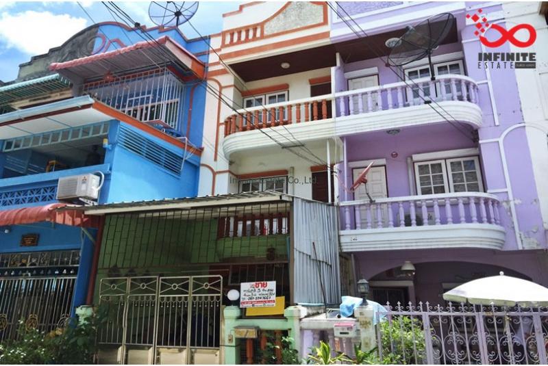 ทาวน์เฮ้าส์ 3 ชั้น หมู่บ้านไพโรจน์ บางนา ถนนศรีนครินทร์